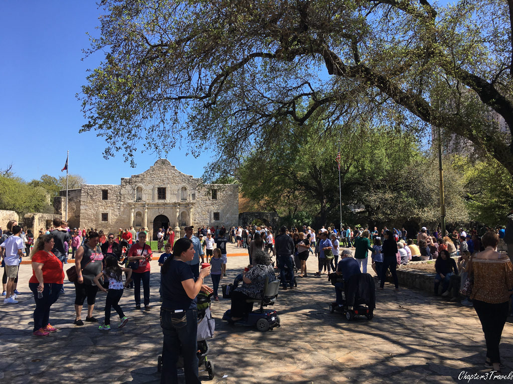 Crowds of visitors at the Alamo