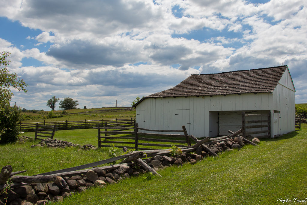 Barn surrounded by fields at Gettysburg National Park