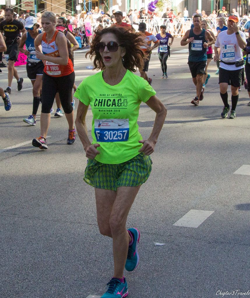 A runner wearing makeup and earrings at the 2017 Chicago Marathon