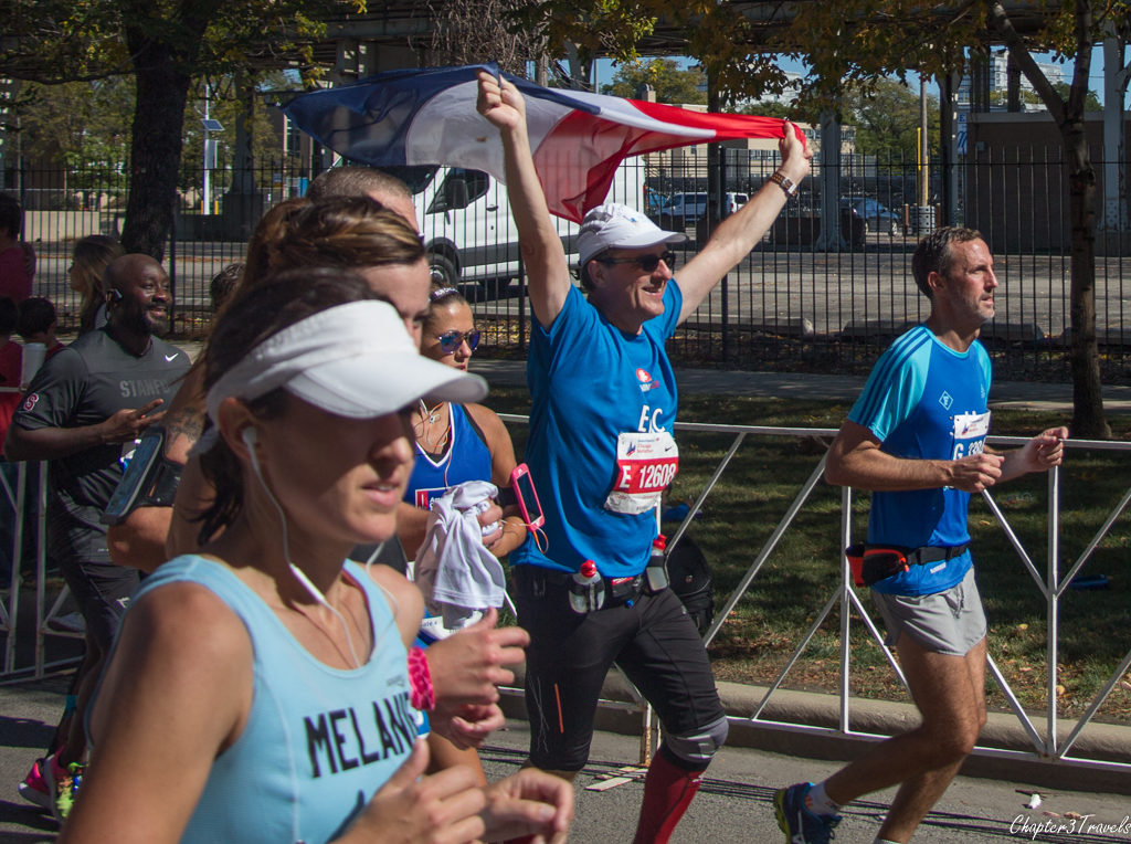 Runner carrying flag over his head at the 2017 Chicago Marathon