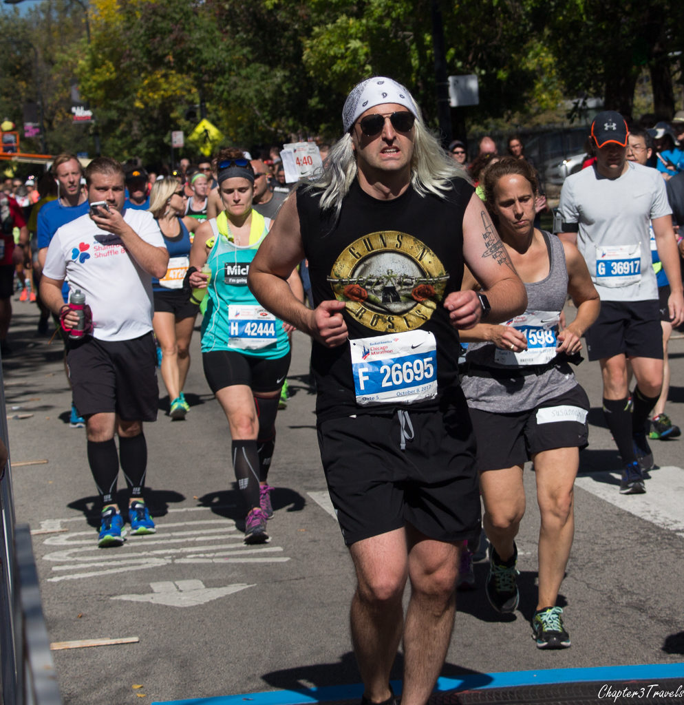 A runner in a Guns n Roses costume at the 2017 Chicago Marathon
