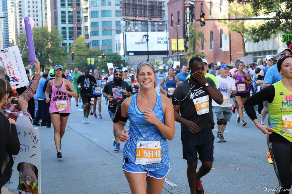 Jen running during the 2017 Chicago marathon