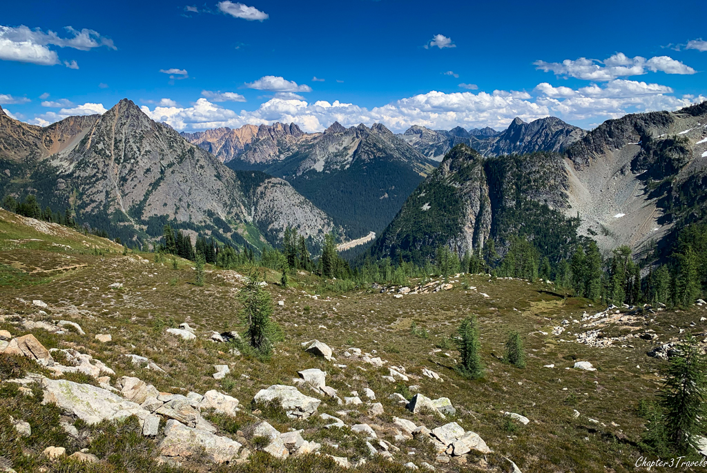 Scenery along the Maple Pass Loop Trail near North Cascades National Park