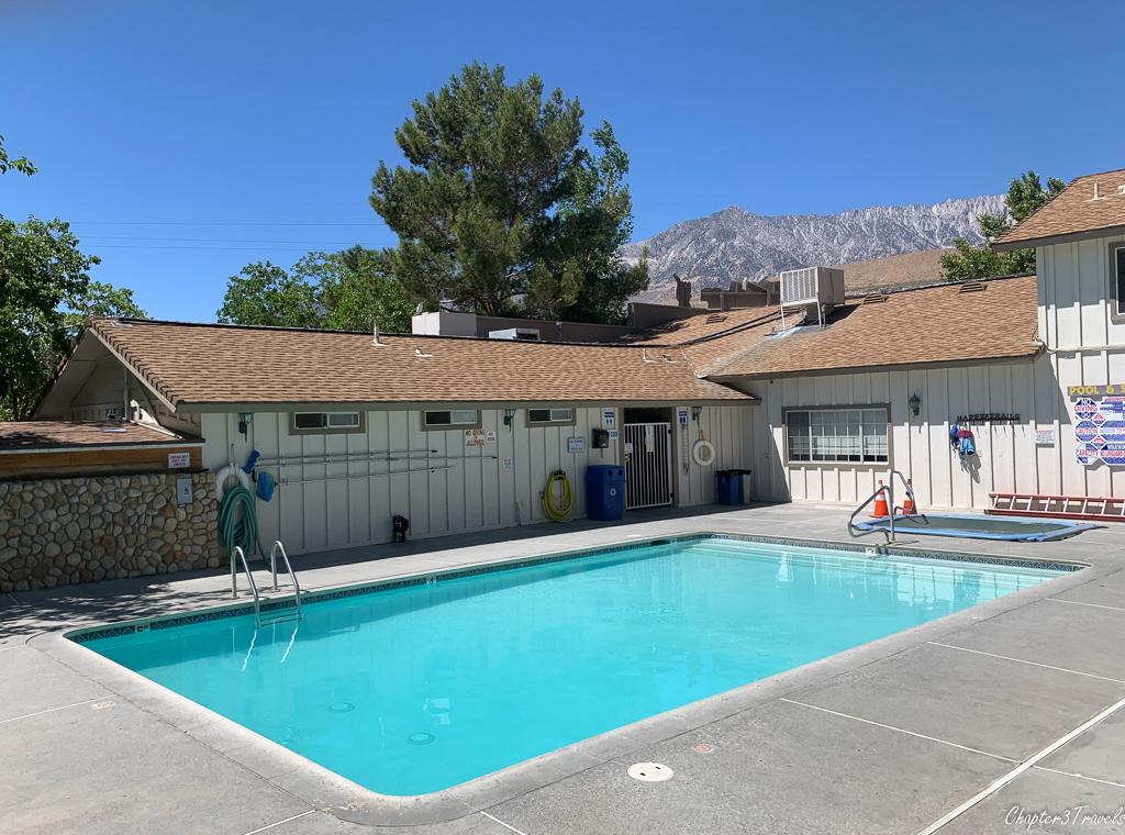 Swimming pool at Boulder Creek RV Resort in Lone Pine, CA